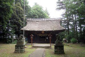 茅葺き屋根の本殿